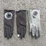 Fodrade fingervantar i två olika färger, svart och mörkgrå