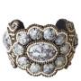 Armband med gråa stenar