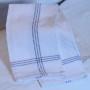 Vit handduk med grå rand